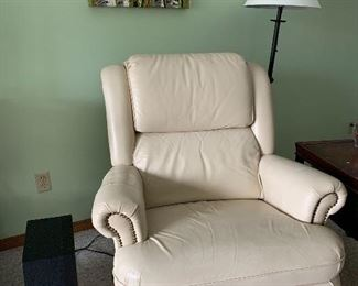 Pair of Matching tan color La-Z-Boy chairs