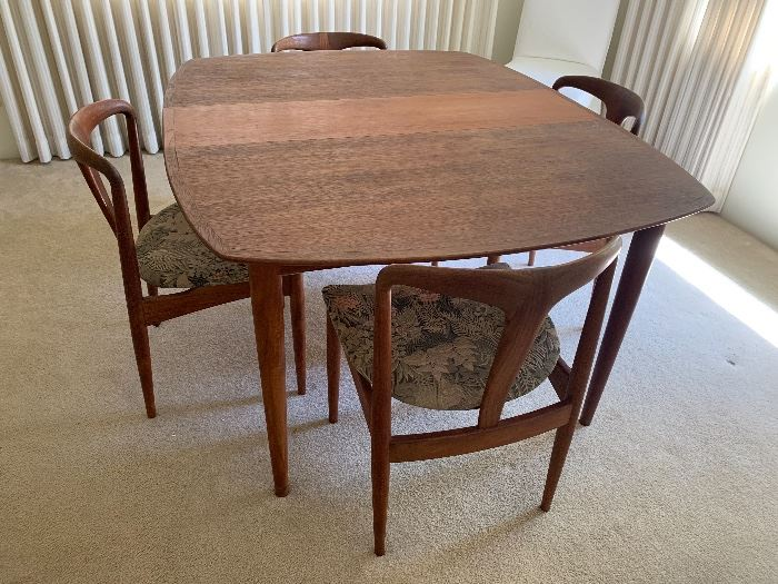Mid Century Modern teak tale and chairs w/leaves