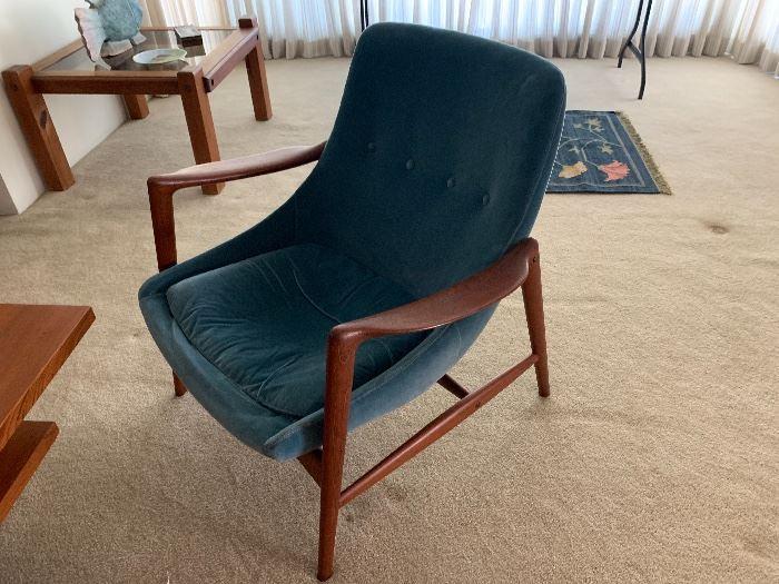 Mid Century Modern living room arm chair