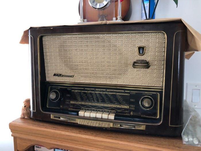 Vintage Grundig Majestic 3D-Klang tube radio