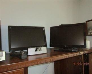 2 SMALL FLAT TVS