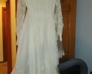 VINTAGE WEDDING DRESS SIZE 6 TO 9