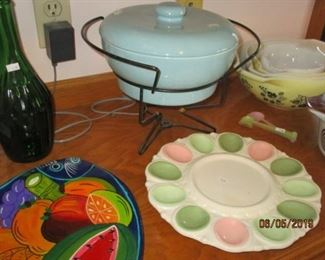 VINTAGE CASSEROLE WITH LID DISH