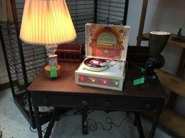 Retro record player w/lights, Antique desk, Art Deco lamp