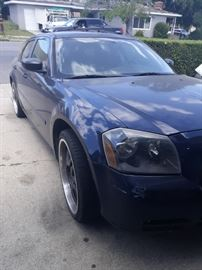 2005 dodge magnum  Runs Tags up to date 22 inch rims 95k miles 2.7L V6 ENGINE.