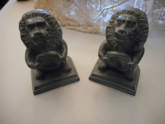 Brass Lion bookends with felt bottoms https://ctbids.com/#!/description/share/132422