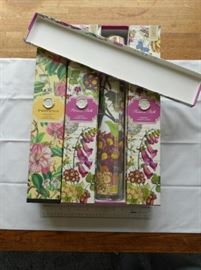 Lot of 4 scented botanical drawer liners https://ctbids.com/#!/description/share/132380