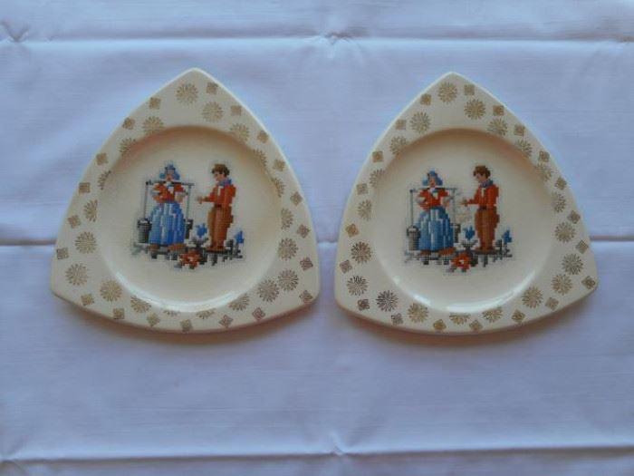 Set of 2 vintage Tricorne by Salem plates w/22 K gold trim               https://ctbids.com/#!/description/share/133133