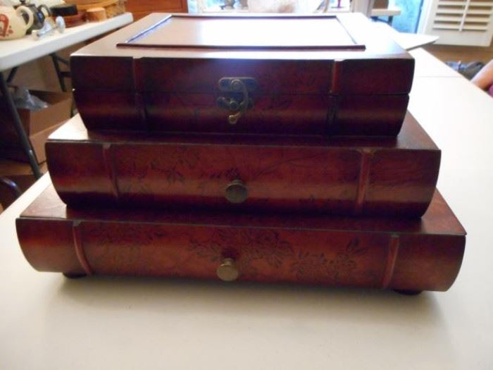 3 level stacked books jewelry box https://ctbids.com/#!/description/share/132439