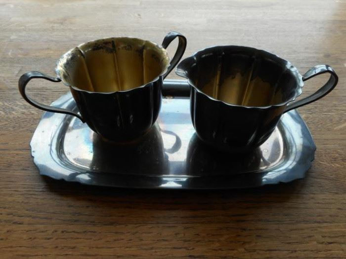 Silverplate Wm. Rogers sugar and creamer set with tray https://ctbids.com/#!/description/share/132503