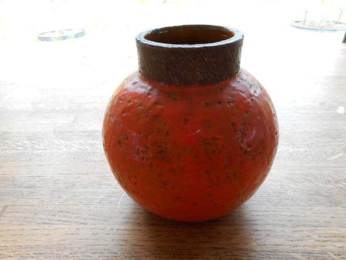 Vintage primitive flower vase -bright orange w/brown trimhttps://ctbids.com/#!/description/share/132504