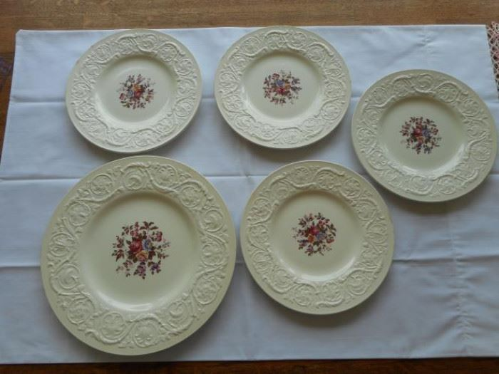 5 pc. set of Vintage Wedgewood Swansea plates, made in England https://ctbids.com/#!/description/share/132674