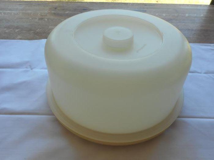 "Vintage Tupperware 2 pc. cake protector 10"" dia 5 "" tall https://ctbids.com/#!/description/share/133151"
