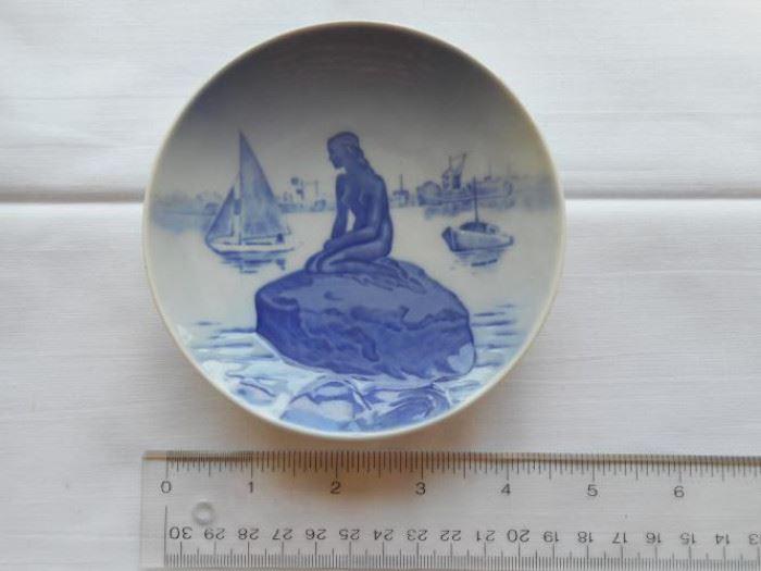 "Vintage Langelinie - Royal Copenhagen #4356 Denmark small plate 1 1/2""dia  https://ctbids.com/#!/description/share/132931"
