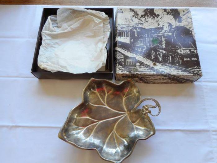 """Vintage L'Argenterie Silver plate grape leaf bowl - sm ball feet 9 1/2"""" wide     https://ctbids.com/#!/description/share/133157"""