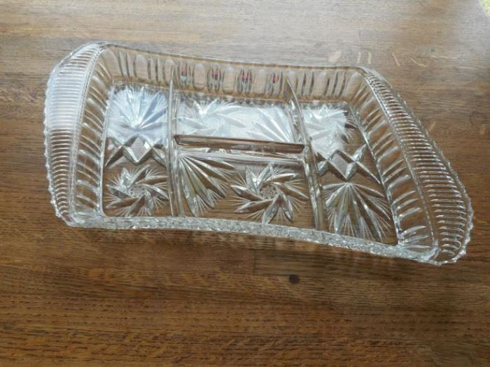 Good quality crystal relish tray w/4 compartments https://ctbids.com/#!/description/share/132534
