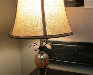 GOLD BALL TABLE LAMP WITH PALM EXTENTIONS