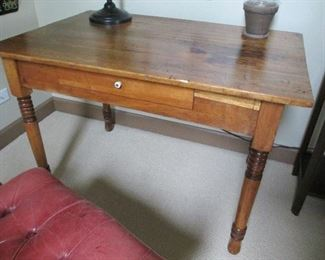 ANTIQUE KITCHEN TABLE WITH SINGLE DRAWER
