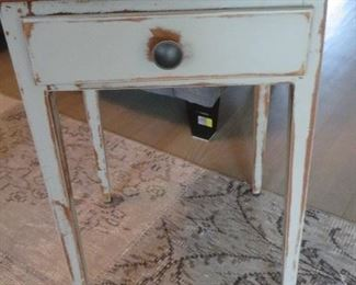 WHITEWASH SQUARE ACCENT TABLE WITH MAPLE TOP