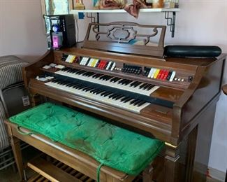 This organ is available for presale. Text 847-772-0404 for more details. Reasonable offers welcome.