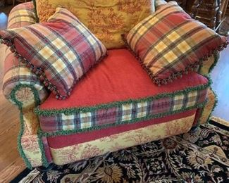 Very good oversized upholstered chair. Excellent condition!