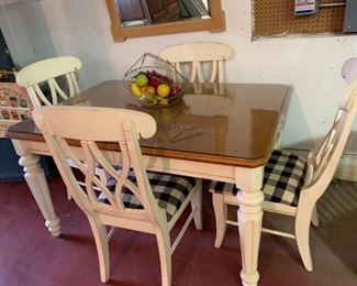 Solid kitchen or dining set in excellent condition.