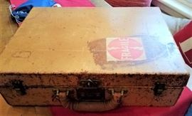 Rare 1930s Leather Louis Vuitton Monogrammed Suitcase Fitted with 14K Gold Toiletries