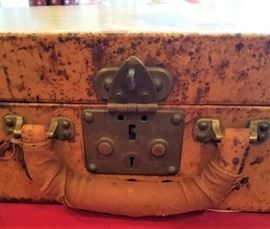 Rare 1930s Leather Louis Vuitton Monogrammed Suitcase lock details