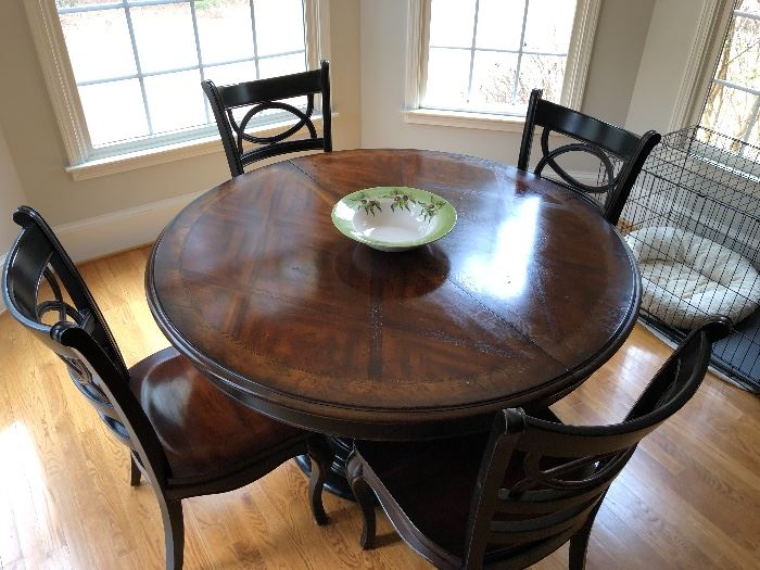 Gorgeous Hooker table and chairs with additional leaf