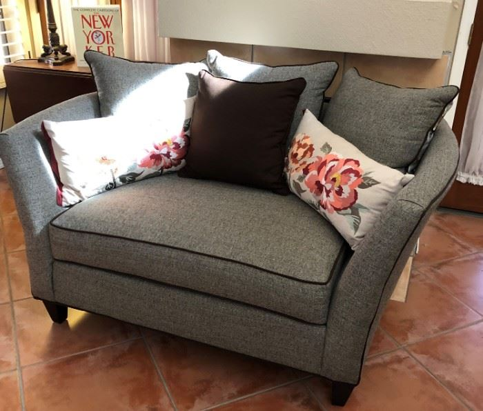 Contemporary Loveseat and Matching Sofa w Reversible Pillows, Decorative Pillows