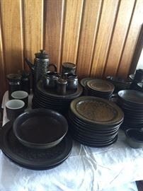 ...and lots of it! This is an 8 place setting group with all pieces: dinner plates, salad plates, bread & butter plates, bowls, cups & saucers, several serving pieces, coffee pot and 3 candle holders, olive bowl....