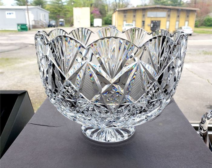 """1997 Waterford Society """"Sinclaire"""" bowl - Limited Edition 335/1000 - signed by Jim O'Leary - includes original box (we have 2 matching vases in our online auction)"""