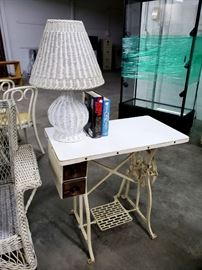 Sewing machine stand desk, wicker table lamp