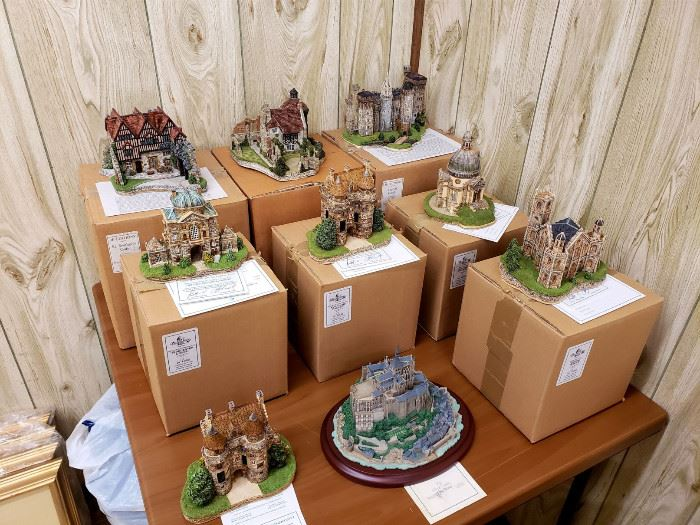 Large collection of JP Editions miniature models of castles and other historic buildings - most are with the original boxes