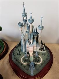 "Walt Disney Classics Collection ""Enchanted Places - Cinderella's Castle"""