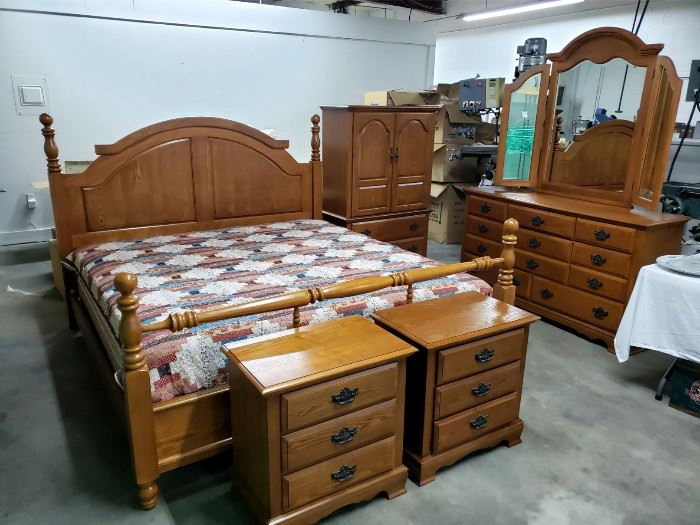 Oak king bedroom set - king bed with mattress / boxsprings, 2 nightstands, dresser with mirror, and armoire