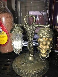 VINTAGE SILVER PLATED CLEAR GLASS GRAPE & VINE HANGING SALT & PEPPER SHAKER SET