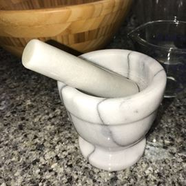 FOOTED MORTAR AND PESTLE SET, SPICE HERB GRINDER, MARBLE