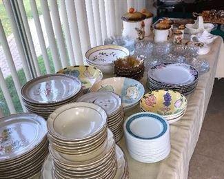 DINNERWARE SERVICE SET