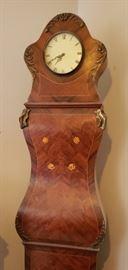 Gorgeous inlaid clock body