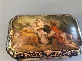 Decorative porcelain box