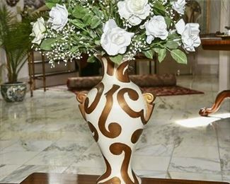 5. Ceramic Vase in Creme Gilt