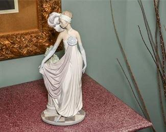 12. LLADRO Figurine of an Elegant Lady