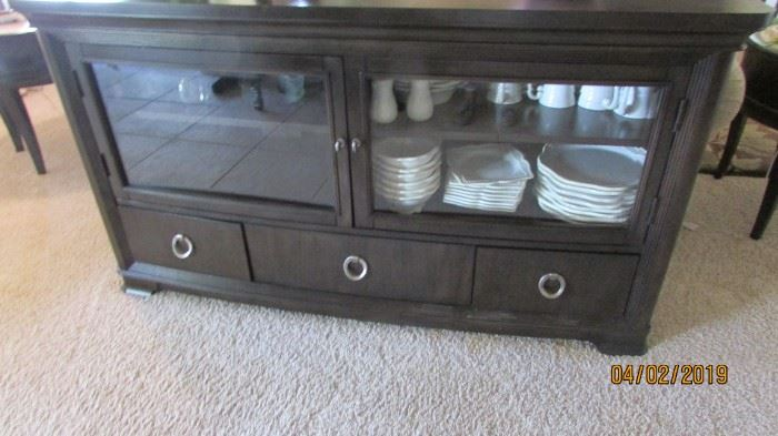 Cabinet can used for electronics or dishes