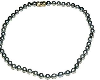 13. Singlestrand Gray Pearl Necklace
