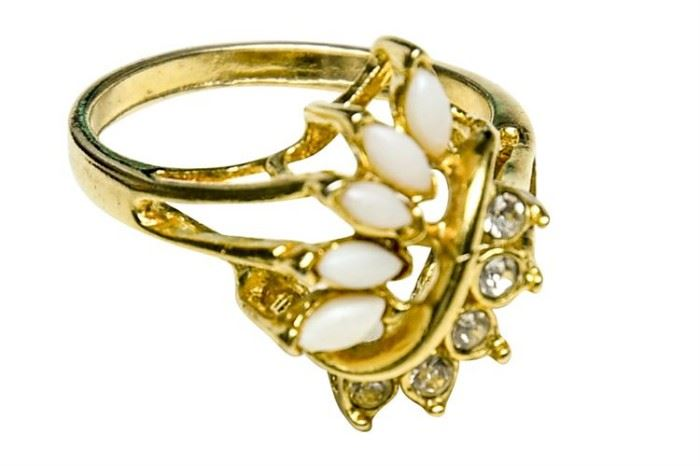 177. 14 Karat Yellow Gold , Diamond and Opal Ring