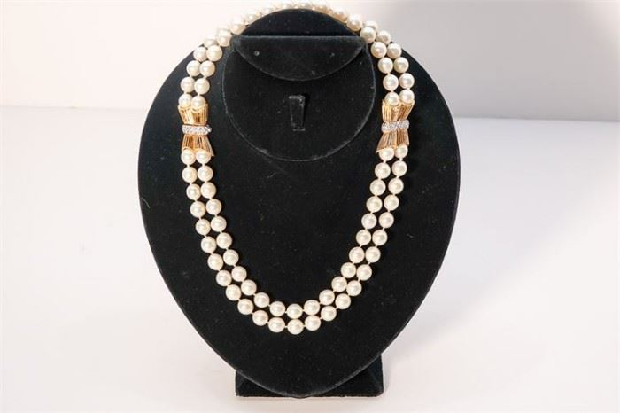 244. Costume Pearl Necklace
