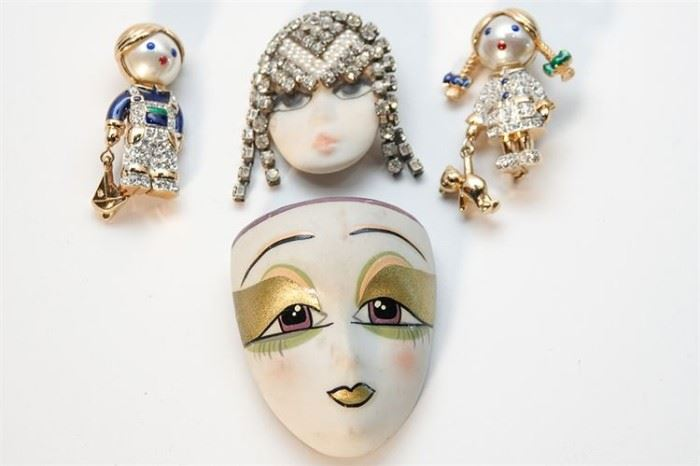 256. Four 4 Pieces Of Costume Jewelry