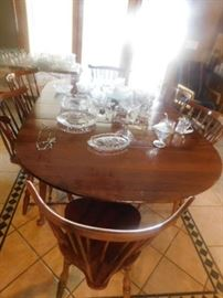 Maple dining table with 1  leave