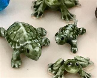 Animal figurines, turtles, frogs